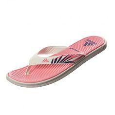 La consagración de #Adidas Sandalia SC Beach. Sobrevivieron al verano pasado y siguen siendo el calzado más buscado de esta temporada. #Playa #Vacaciones