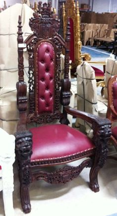 Carved Mahogany Lion Head Gothic Throne Chair - Queen with Arms