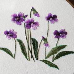 Wonderful Ribbon Embroidery Flowers by Hand Ideas. Enchanting Ribbon Embroidery Flowers by Hand Ideas. Sashiko Embroidery, Learn Embroidery, Japanese Embroidery, Embroidery Needles, Silk Ribbon Embroidery, Hand Embroidery Patterns, Embroidery Art, Embroidery Designs, Flower Embroidery