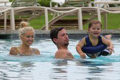 Hollywood News: NOVAS FOTOS DE JACKSON RATHBONE COM A FAMÍLIA NUMA PISCINA NO HAWAII (21-05-2014)