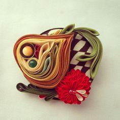 つまみ細工「玉葱とラディッシュ(Onion and radish)」 This is a Japanese traditional crafts that…