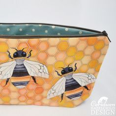 I've had lots of requests for #linen #bee #wash #bags in recent months and I'm happy to say they're now available on my website! They have lovely blue linen on the reverse side and a flat bottom for extra room! Ceridwen Hazelchild Design