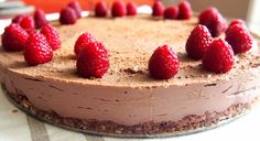 Taivaallisen hyvä suklaa raakakakku Healthy Gluten Free Recipes, No Bake Desserts, Cheesecake, Baking, Foodies, Drinks, Kitchen, Diy, Drinking