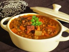 Lentejas de mamá sin remojo en olla GM Lentil Recipes, Vegetarian Recipes, Cooking Recipes, Best Spanish Food, Spanish Dishes, Tasty Bites, Time To Eat, World Recipes, Everyday Food