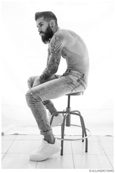 Hailing from Spain, model Ismael Montero heads to the studio for a photo session with photographer Alejandro Tomás. Poses For Men, Poses For Photos, Hairy Men, Bearded Men, Beard Tattoo, Male Tattoo, Sexy Beard, Beard Lover, Hipster Man