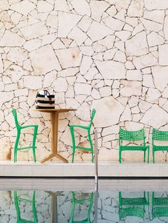 The bright green of these patio chairs by @BrownJordan1945 beckons you to relax outside! Jordan Sol y luna collection available in bright green
