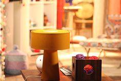 Abajur em formato geométrico dá leveza e modernidade a um quarto de jovem  →  #redeglobo #gshow #decoração #colors #inspired #abajur