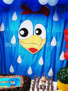 Festa galinha pintadinha (painel feito de e.v.a) www.facebook.com/decoracoesmaresul