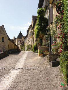 gr - Beynac: A falu . történet a múltból! Beaux Villages, France, Rue, Vignettes, Cathedral, Medieval, Around The Worlds, Landscape, City