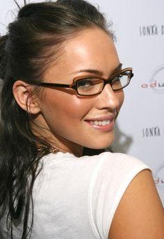 Megan Fox ◈ Gafas ● Lunettes ● Eyeglasses ◈ by Arros Caldos Celebrities With Glasses, Celebrity Glasses, Hollywood Celebrities, Famous Celebrities, Megan Fox Pictures, Megan Denise Fox, Glasses For Your Face Shape, Look 2015, Lafont