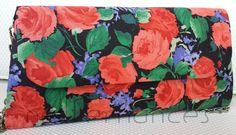 Carteira nellfernandes trapézio em algodão italiano floral com fundo preto.