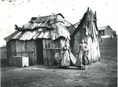 Women and girl in front of their bark cottage on the gold fields, probably near Gulgong, New South Wales. American and Australasian Photographic Company, State Library of NSW 4 Box 1 No 18117 Australian Bush, Australian Homes, Hyde Park Barracks, Orphan Girl, Sydney City, Australian Architecture, Retro Futuristic, Sydney Australia, Back In The Day