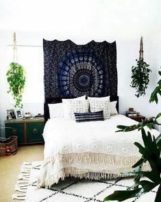 Hippie Bohemian Bedroom Decor Ideas (39)