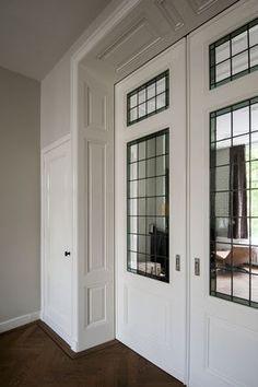 Begane grond vitrinekasten dicht 4 deuren met kasrinrichting