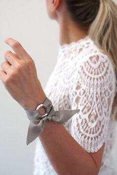 SALE: Ashley Silk Bracelet or Wristscarf (also mini scarf or choker, hair ribbon, handbag charm). Jewelry Crafts, Handmade Jewelry, Jewelry Accessories, Fashion Accessories, Diy Vetement, Scarf Hairstyles, Leather Jewelry, Scarf Styles, Chokers