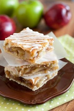 Apple Pie Bars - baking makes me so exited for the holidays . my favorite time of the year.!yummy