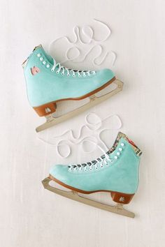 Shop Moxi Suede Ice Skates at Urban Outfitters today. We carry all the latest styles, colors and brands for you to choose from right here. Rollers, Eislauf Outfits, Fashion Outfits, Ice Pick, Ice Skaters, Ice Ice Baby, Skater Girls, Roller Skating, Roller Derby