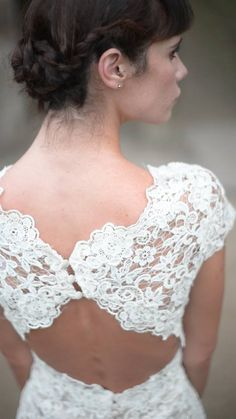 E&W Couture || Rachel Burgess Bridal Boutique || Exclusive collection of bespoke wedding dresses ||  'Willow' gown. Guipure lace with silk tulle fishtail. Key hole back detail and button back. Elegant and unusual wedding dress