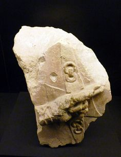 Relieve con mano que embraza un escudo. S. V-IV a.C.  Relief with hand holding a shield. 5th-4th century b.C.
