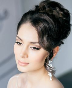 30 Creative and Unique Wedding Hairstyle Ideas. To see more: http://www.modwedding.com/2014/04/02/30-creative-unique-wedding-hairstyle-ideas/ #wedding #weddings #fashion #hair #hairstyle #updo Featured Stylist: Elstile