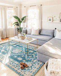 bright and simple living room design #livingrooms #livingroomdecor #livingroomdesign
