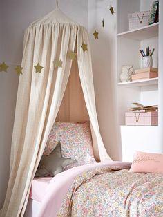 Le canopy crée un espace confidentiel, propice au calme et au repos. Une déco originale et tendance dans la chambre des enfants. DétailsHaut. 205 cm.