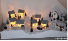 Petit village de noël principalement réalisé en papier !!! Table Lamp, House, Home Decor, Art, Christmas Is Coming, Paper, Calendar, Projects, Art Background