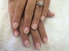 Semi-permanent varnish, false nails, patches: which manicure to choose? - My Nails Short Round Nails, Short Gel Nails, Short Natural Nails, Long Nails, Neutral Nails, Nude Nails, Neutral Colors, White Nails, Natural Looking Acrylic Nails