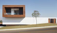 LA House by Studio Guilherme Torres    http://www.contemporist.com/2013/01/07/la-house-by-studio-guilherme-torres/la_070113_02/