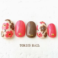 We all want beautiful but trendy nails, right? Here's a look at some beautiful nude nail art. Nail Manicure, Toe Nails, Mani Pedi, Beach Holiday Nails, Sunflower Nail Art, Self Nail, Nagel Bling, Floral Nail Art, Toe Nail Designs