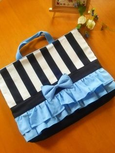 ストライプ リボンの 絵本入れ 女の子 レッスンバッグ 2x Diy Bags No Sew, Sewing Accessories, Kids Bags, Beautiful Bags, Diy And Crafts, The Creator, Projects To Try, Fabric, Pattern