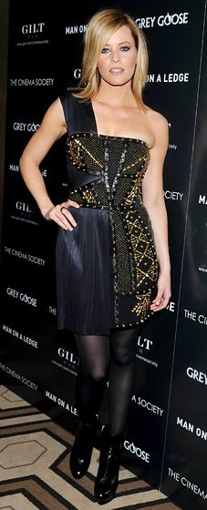 Elizabeth Banks in Versace @ the Man on a Ledge screening. Sparkles!