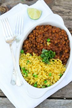 Lentil Chili and Burmese Rice with Peas When you have a good combination you want to share it. Here we have a healthy lentil chili accompanied by this laced turmeric rice. I have heard many things. Indian Food Recipes, Asian Recipes, Vegetarian Recipes, Cooking Recipes, Lentil Recipes, Burmese Food, Burmese Recipes, Vegan Main Dishes, Heart Healthy Recipes