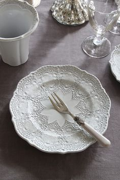 "BLANC D'IVOIREデザートプレートANAIS ~サラグレース~ Blanc d'Ivoire B&B... it says 21cm x 1.5 cm.  But 21cm is approx 8"".  That would be a salad plate."