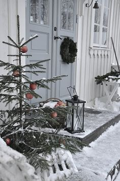 Holiday Porch - like the little tree; I'd decorate with edibles for the birds.
