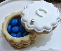 Gender reveal cookie~                        By flour and sugar, blue, white, natural