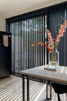 schuifpui gordijnen inbetween | raamdecoratie schuifpui woonkamer | schuifpui raambekleding zwart | schuifpui raamdecoratie zwarte schuifpui raambekleding keuken | raamdecoratie schuifpui industrieel | raamdecoratie grote schuifpui | plisse gordijnen schuifpui | zwarte verticale lamellen keuken | plisse voor schuifpui | vouwgordijnen woonkamer schuifpui met lamellen | zwarte lamellen schuifpui | houten jaloezie schuifpui | zwarte houten jaloezien schuifpui | aluminium jaloezie Divider, Curtains, Room, Furniture, Home Decor, Bedroom, Blinds, Decoration Home, Room Decor