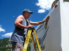 Removing vinyl letters from RV