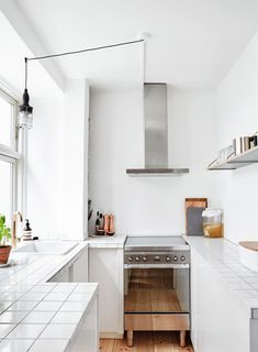 Apartment Kitchen, Home Decor Kitchen, Home Kitchens, Kitchen Dining, Country Look, Compact Living, House Inside, Design Moderne, Cuisines Design