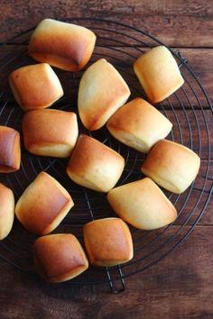 「ミルクブレッド。」ChococoHS   お菓子・パンのレシピや作り方【corecle*コレクル】 Lunch Recipes, Bread Recipes, Cooking Recipes, Biscuits, Bread Packaging, Cooking Bread, Steamed Buns, Confectionery, Pain