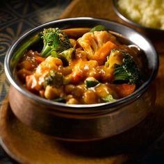 Mélanger le brocoli, le chou-fleur, les carottes, le poivron jaune, les pois chiches, le bouillon et la sauce pour cuisson Tikka Masala VH® dans le poêlon. Amener à ébullition. Réduire le feu et laisser mijoter pendant 10 minutes ou jusqu'à ce que les légumes soient tendres. Incorporer les épinards et faire cuire entre 2 et … Continue reading Tikka masala végétarien →