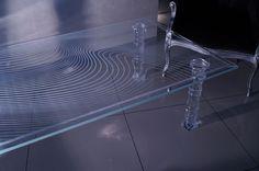 MODERNÍ SKLENĚNÝ STOLEK TB-02 | SZKLO-LUX Jaroslaw Fronczak | Processing and wholesale of glass - Deska je vyrobena z bezpečnostního skla VSG 8.8.2 Diamant (optiwhite), síla 16 mm, fazetované hrany, ve skle je umístěná rytina. Nohy jsou vyrobeny z křišťálového skla. Glass Table, Neue Trends, Modern, Bathtub, Design, 30 Years, Luxury, Standing Bath, Glass Table Top