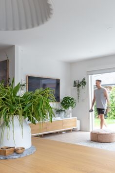 House call: Visit the plant-filled, Scandi inspired home of Haus of Cruze Scandi Living Room, Scandi Home, Scandi Style, Home Living Room, Living Room Decor, Home Room Design, House Design, Red Walls, Australian Homes