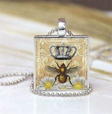 QUEEN BEE Mom Mother Silver Plated FRAME Glass Crown Pendant Necklace Honey NEW