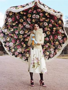 Emma Watson from Harry Potter looking all grown up in a Vintage Ozzie Clark Dress and Parasol . This vintage dress & parasol make m. Moda Floral, Floral Umbrellas, Umbrellas Parasols, Wedding Umbrellas, Umbrella Wedding, Umbrella Girl, Under My Umbrella, Beach Umbrella, Table Umbrella