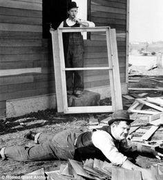 Laurel & Hardy, Gøg og Gokke, ups, ooups, silent movie, mimic, comedians, celeb, laying, schyyy, black and white