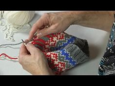 ARNE & CARLOS show you how to knit with 3 colors in the same row YouTube