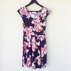 Annianna Floral Dress Beautiful floral dress by Annianna.  Size is unmarked, but fits like a Small.  Bundle this item along with 2 or more items from my closet and save an extra 10% off!   Feel free to comment below if you have any questions :)  Thanks! Annianna Dresses