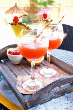 Whip up one of these fruity Bahama Mama Tropical Cocktails and you'll feel like you're hanging out on the beach! Pineapple and orange juice are combined with rum for the perfect mix. Best Rum Cocktails, Cocktails With Malibu Rum, Hawaiian Cocktails, Cocktails To Try, Cocktail Recipes, Winter Cocktails, Peach Daiquiri, Malibu Coconut, Coconut Rum