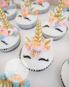Fondant Unicorn cupcakes | unicorn | cupcake recipes | adorable cupcake ideas | #unicorn | #cupcake